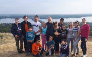 Сотрудники компании СДС организовали пикник и пешую прогулку с воспитанниками «Октябрьского СРЦН» в район Усковской горы.
